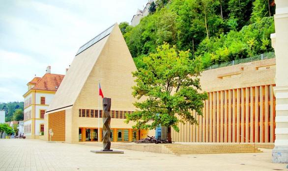 Landtag in Vaduz, Liechtenstein. Foto: AZ/Architekturzeitung