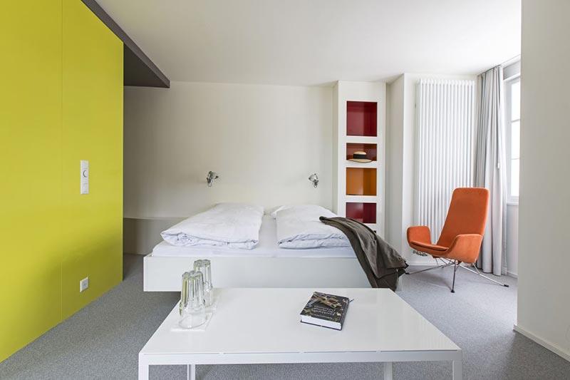 Von Stararchitekten Ben van Berkel gestaltetes Zimmer.